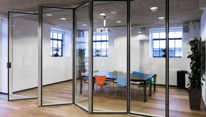 Deko FV2 Glass – Glazed folding partition with a high level of sound reduction